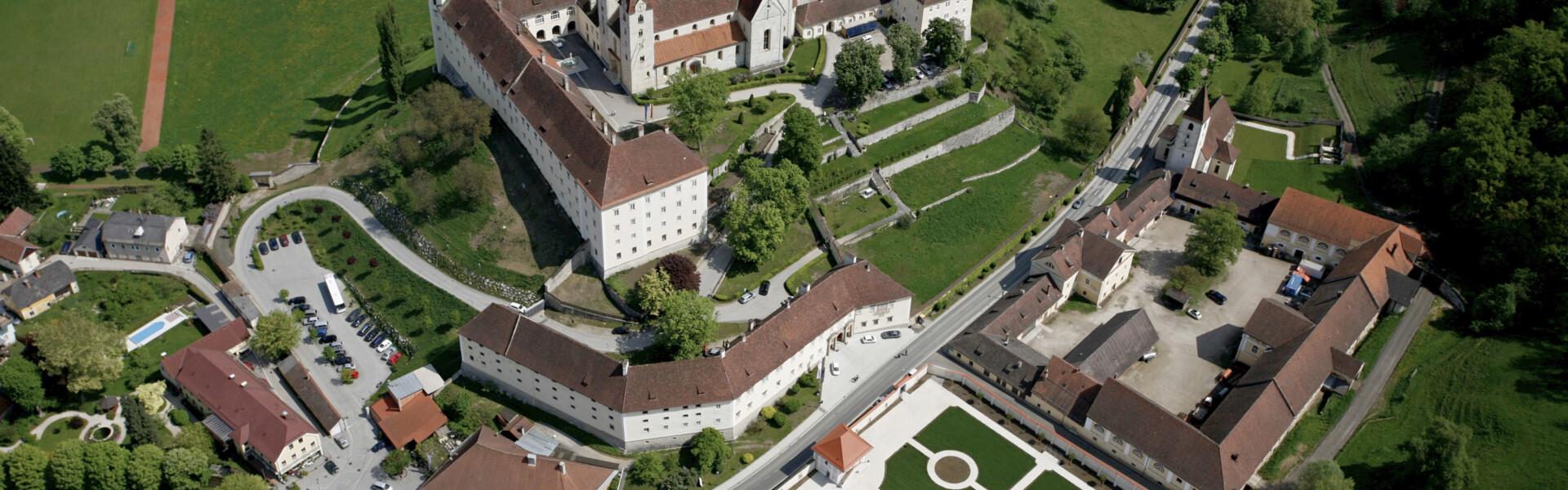 Benediktinerstift St. Paul im Lavanttal, Luftaufnahme mit Barockgarten, Foto: Edwin Stranner
