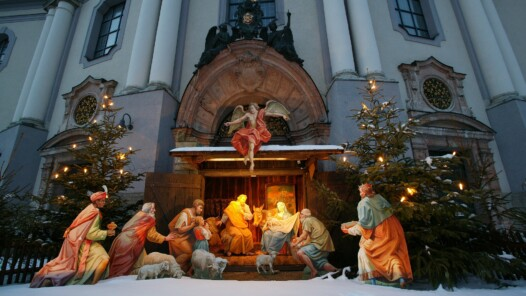 Nativity scene in front of basilica, photo Heiner Heine